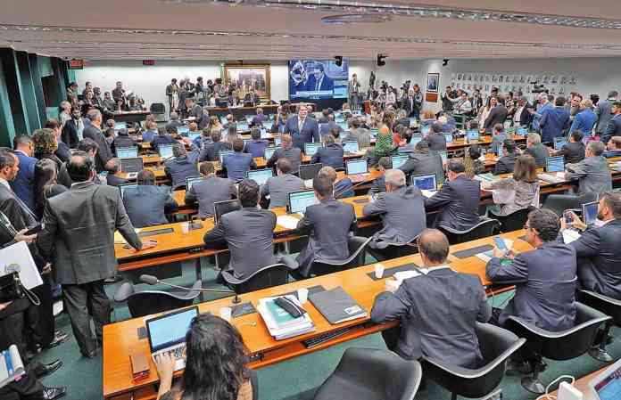 CCJ deve analisar PEC dos Fundos na quarta