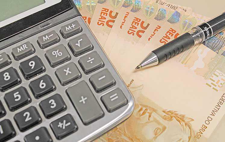 Dívida bruta volta a cair no País após seis anos