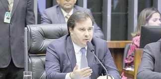 Maia cobra o envio de reformas ao Congresso