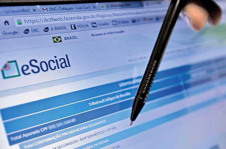 Falhas no eSocial forçam empresas a usar cadastro antigo