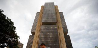Pesquisa do BC aponta cortes nas projeções do PIB e inflação
