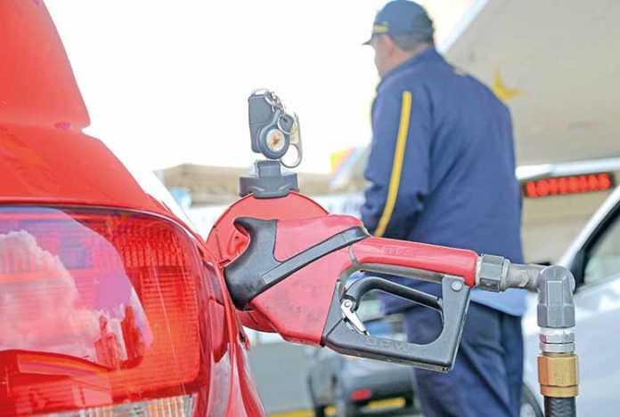 Com redução nas refinarias, o preço da gasolina fica estável no Estado