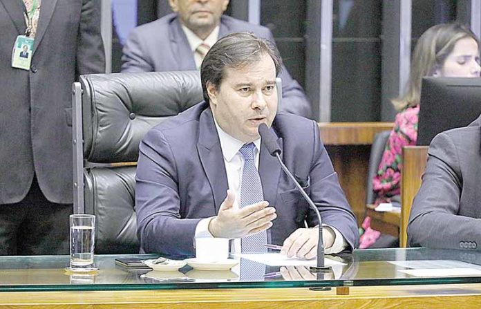 Rodrigo Maia defende imposto sobre os dividendos