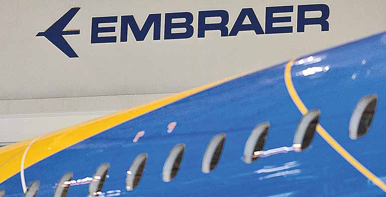 Logo da empresa brasileira Embraer na sede da companhia em São José dos Campos, Brasil