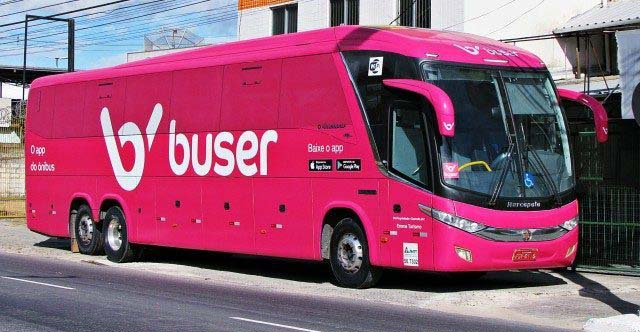 Ônibus de viagem da startup Buser