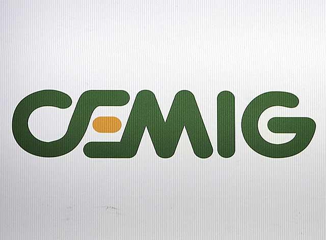 Logo da Cemig em painel na bolsa de valores de São Paulo