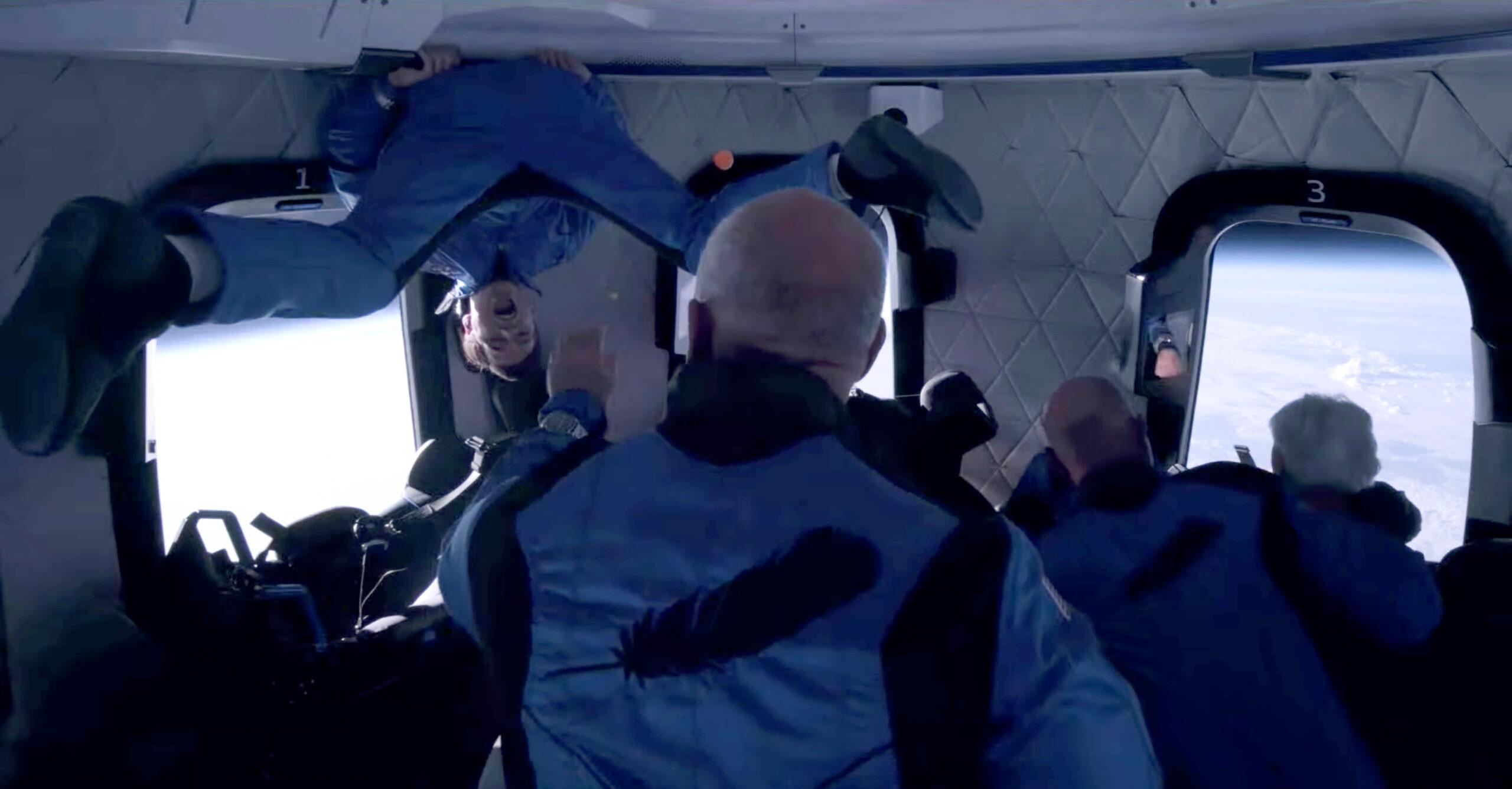 Tripulantes em voo espacial da empresa Blue Origin, do bilionário Jeff Bezos, que participou da viagem.