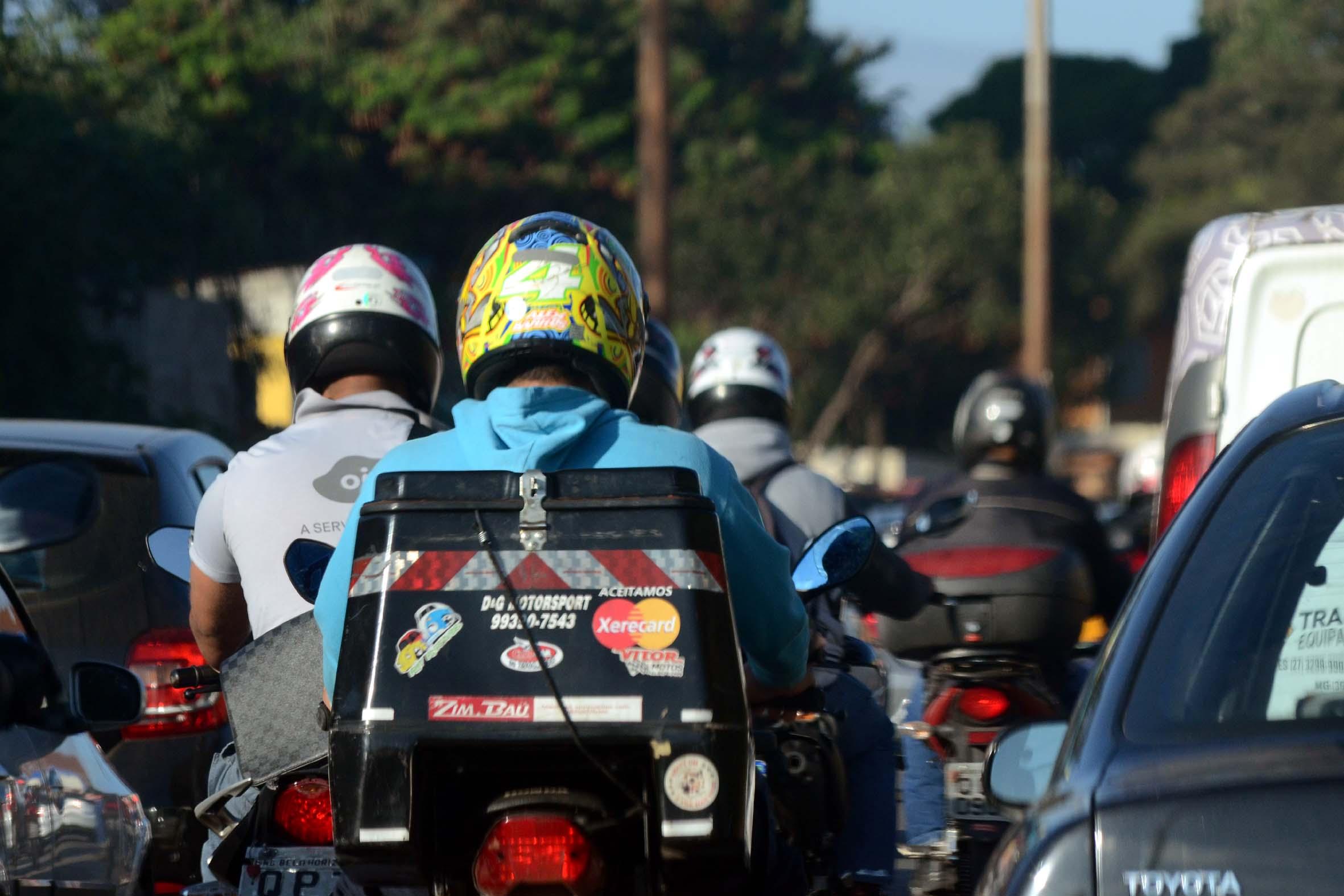 Motoqueiros no trânsito de Belo Horizonte