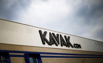 Fachada de loja de comércio de veículos Kavak.
