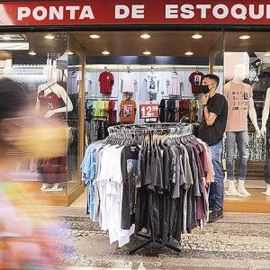 Visando a demanda de fim de ano, as contratações temporárias começaram em agosto | Crédito: Tânia Rêgo / Agência Brasil
