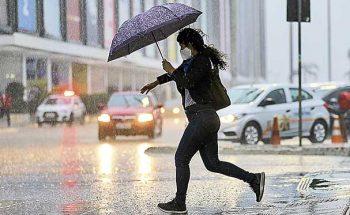 As chuvas intensas levaram a Defesa Civil a emitir um alerta de risco geológico | Crédito: