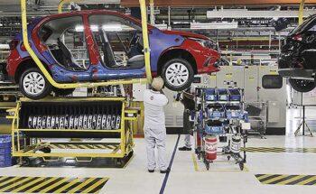 O desabastecimento de componentes eletrônicos diminui a produção da Fiat Betim   Crédito: Charles Silva Duarte