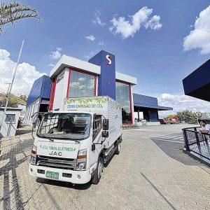Recentemente chegou o primeiro caminhão elétrico da frota, colocado em teste em Minas | Crédito: Divulgação