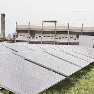 Com 628 placas, estrutura está localizada ao lado do Parque Aquático Deputado João Bittar Júnior  | Crédito: DIVULGAÇÃO/Valter de Paula/Secretaria de Governo e Comunicação